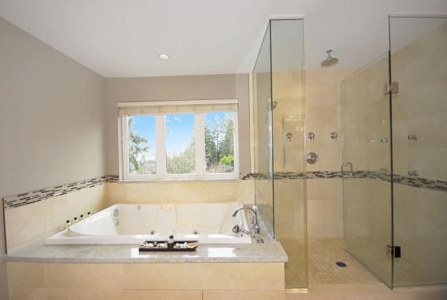 f_17_master_bathroom